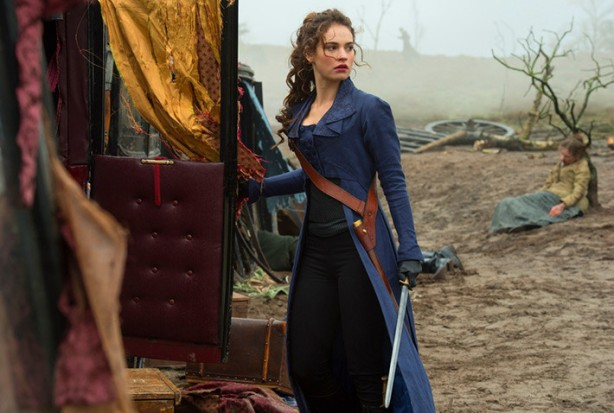 pride-and-prejudice-and-zombies-szenen-06-elizabeth-bennet-lily-james
